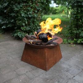 Vasque à feu rouille carrée...